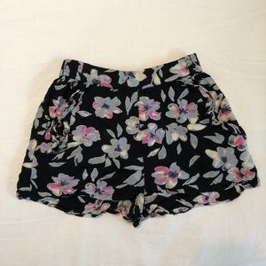 Floral UO shorts